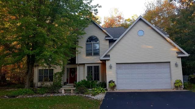 770 Woodland Circle, Waupaca, WI 54981 (#50248686) :: Todd Wiese Homeselling System, Inc.
