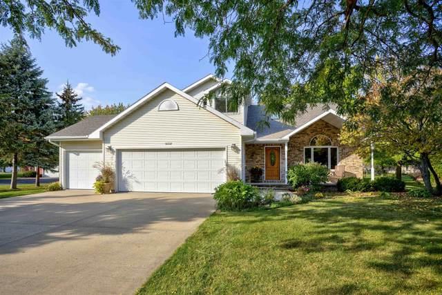 W6562 Cedar Lane, Greenville, WI 54942 (#50249221) :: Todd Wiese Homeselling System, Inc.
