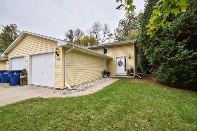 3544 S Timber Trail, Suamico, WI 54173 (#50249647) :: Symes Realty, LLC