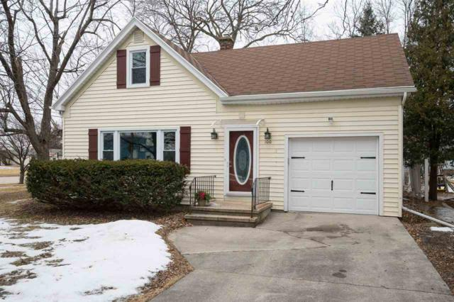100 Courtney Court, Neenah, WI 54956 (#50178156) :: Todd Wiese Homeselling System, Inc.