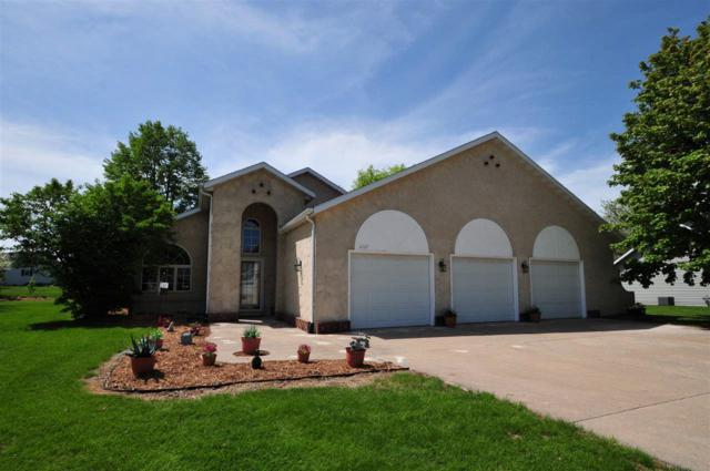 W2567 Colonial Court, Appleton, WI 54915 (#50183761) :: Symes Realty, LLC