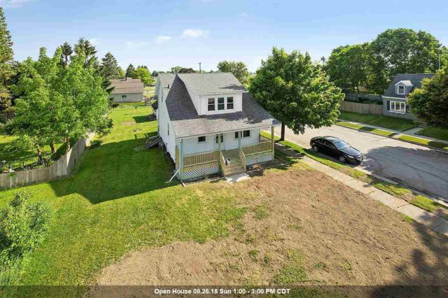 924 Center Street, Kewaunee, WI 54216 (#50186228) :: Dallaire Realty