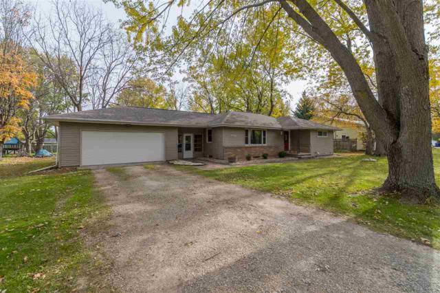 958 Meadow Lane, Neenah, WI 54956 (#50193886) :: Todd Wiese Homeselling System, Inc.