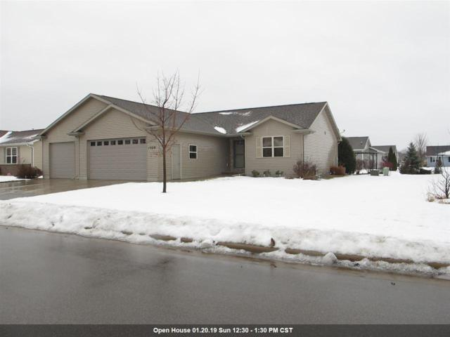 1029 Province Terrace, Menasha, WI 54952 (#50196444) :: Todd Wiese Homeselling System, Inc.
