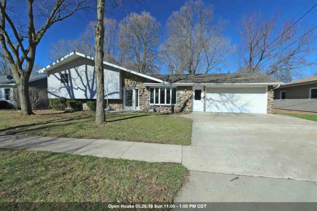 517 Meadow Lane, Kaukauna, WI 54130 (#50201562) :: Dallaire Realty
