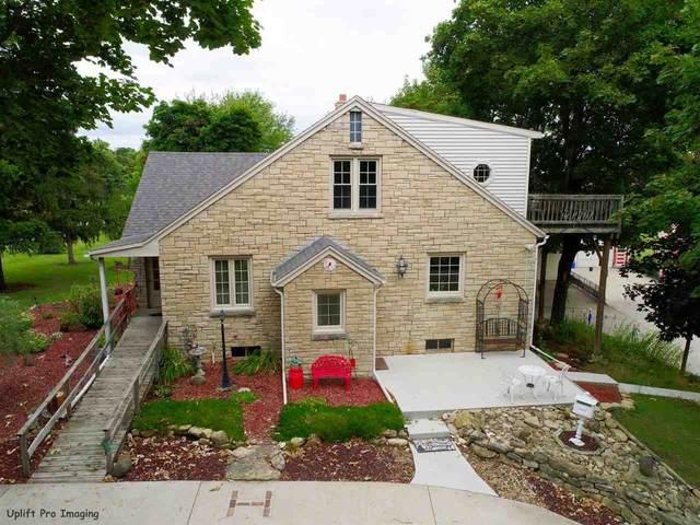 1480 Oakridge Road, Neenah, WI 54956 (#50210233) :: Todd Wiese Homeselling System, Inc.
