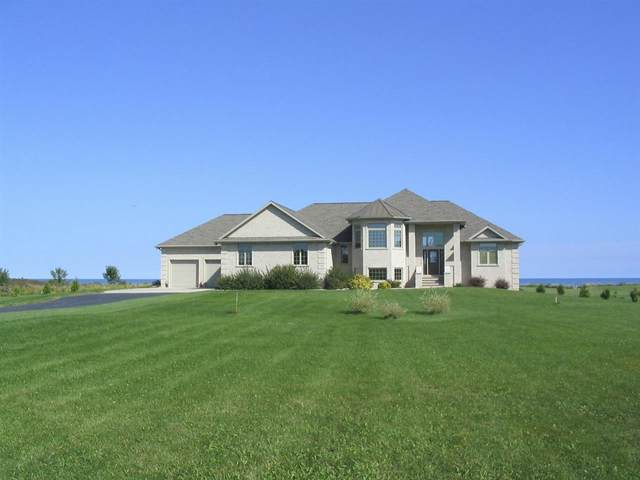 17605 Lakeshore Road, Two Rivers, WI 54241 (#50215598) :: Dallaire Realty