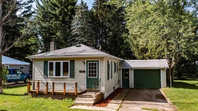 E1802 King Road, Waupaca, WI 54981 (#50244102) :: Carolyn Stark Real Estate Team