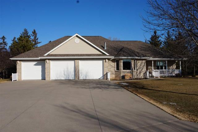 101 Parkway Drive, Combined Locks, WI 54113 (#50178574) :: Dallaire Realty