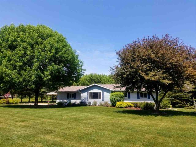 W9312 Country Cove Lane, Hortonville, WI 54944 (#50183925) :: Dallaire Realty