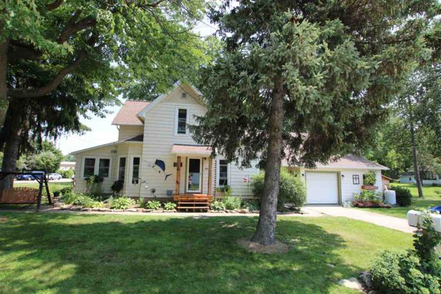 496 Walker Avenue, Green Lake, WI 54941 (#50188736) :: Dallaire Realty
