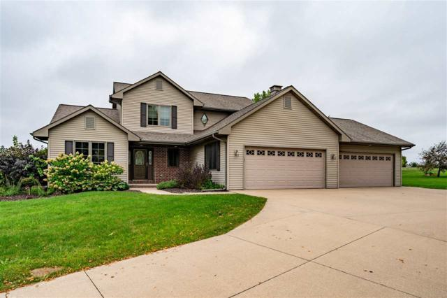 5889 Pointe West Drive, Winneconne, WI 54986 (#50191956) :: Dallaire Realty
