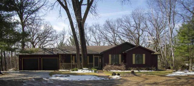 W5019 Lakewood Court, Waupaca, WI 54981 (#50200889) :: Dallaire Realty
