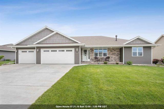 1027 Chapel Hill Circle, Green Bay, WI 54313 (#50205365) :: Todd Wiese Homeselling System, Inc.
