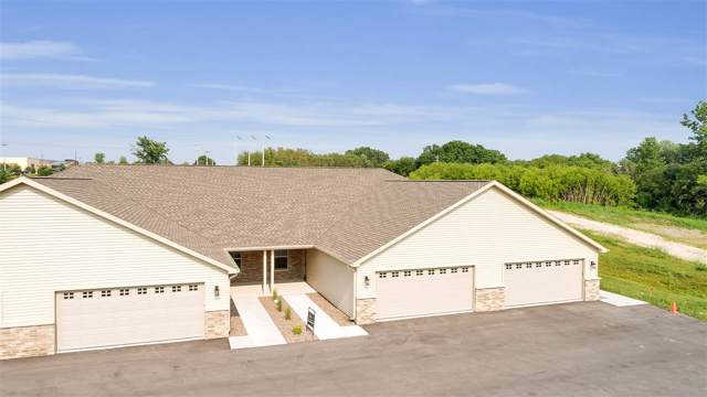 2135 Royal Crest Circle #1, Green Bay, WI 54311 (#50207946) :: Todd Wiese Homeselling System, Inc.