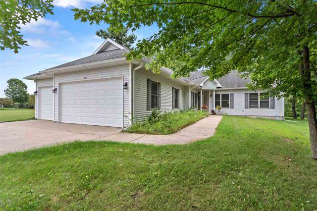 1567 Foxfire Court, Waupaca, WI 54981 (#50209413) :: Todd Wiese Homeselling System, Inc.