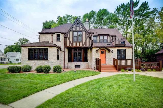 303 W Winneconne Avenue, Neenah, WI 54956 (#50210358) :: Todd Wiese Homeselling System, Inc.