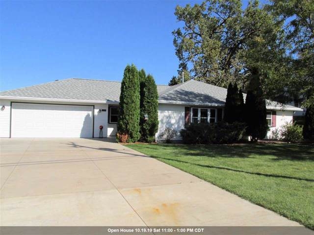 1320 W Capitol Drive, Appleton, WI 54914 (#50212256) :: Todd Wiese Homeselling System, Inc.