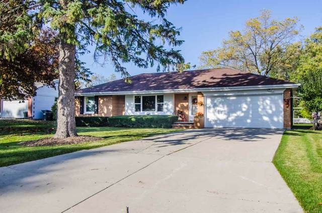 3736 S Clay Street, Green Bay, WI 54301 (#50213602) :: Dallaire Realty