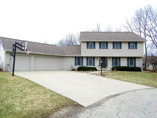 W2525 Clover Downs Court, Appleton, WI 54915 (#50218289) :: Todd Wiese Homeselling System, Inc.