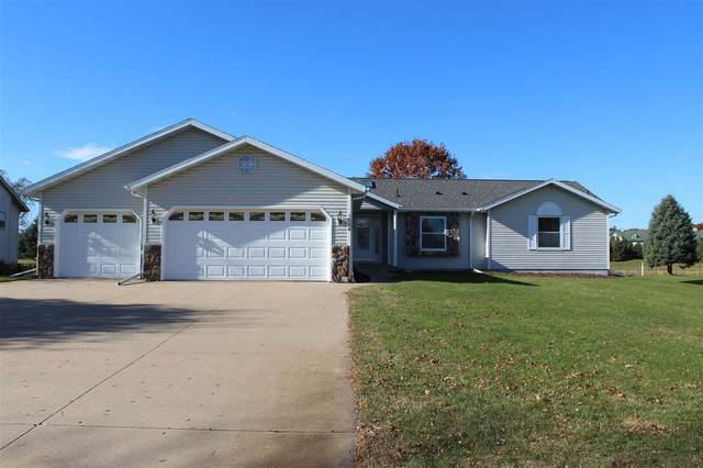 1526 Foxfire Court, Waupaca, WI 54981 (#50231878) :: Dallaire Realty
