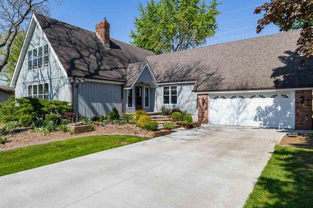 140 Woodside Court, Neenah, WI 54986 (#50239852) :: Todd Wiese Homeselling System, Inc.
