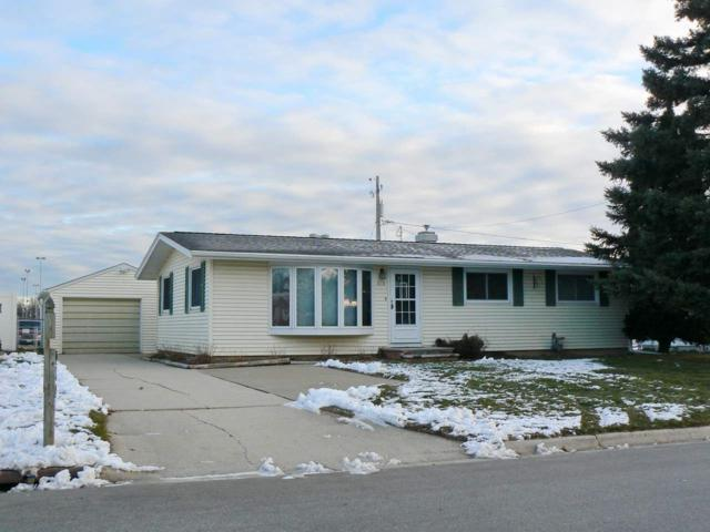 910 Stadium Drive, Green Bay, WI 54304 (#50193305) :: Todd Wiese Homeselling System, Inc.