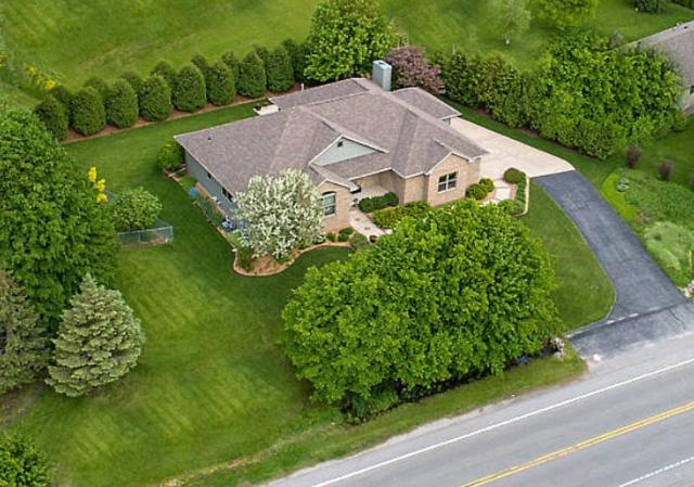 2816 Nicolet Drive, Green Bay, WI 54311 (#50204247) :: Dallaire Realty