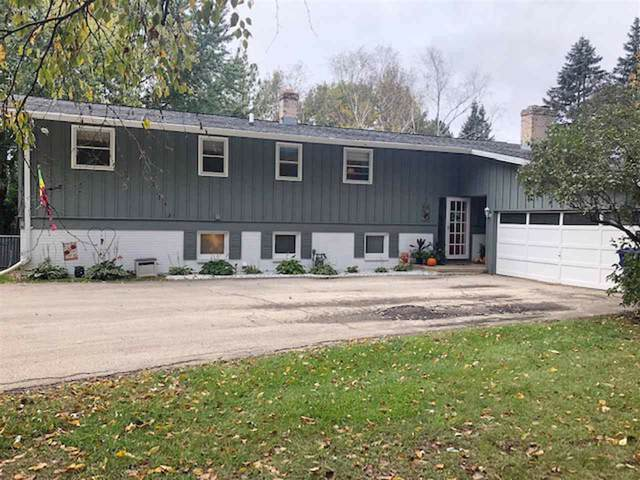 5542 Sportsman Drive, De Pere, WI 54115 (#50211252) :: Todd Wiese Homeselling System, Inc.