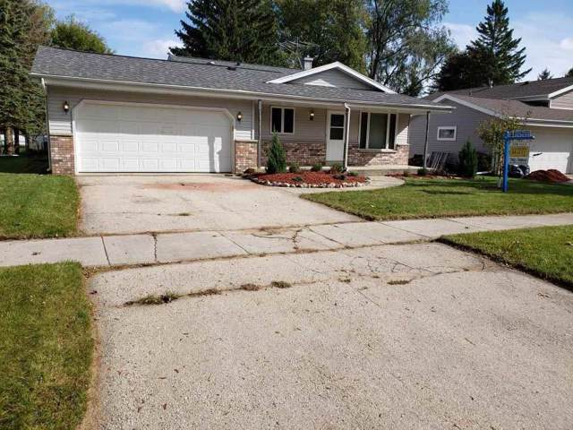 803 Clear View Drive, West Bend, WI 53090 (#50212548) :: Todd Wiese Homeselling System, Inc.
