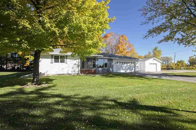 W7570 E Maple Court, Shiocton, WI 54170 (#50230331) :: Ben Bartolazzi Real Estate Inc
