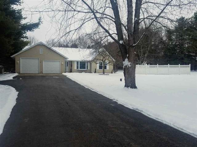 1902 Starlight Drive, New London, WI 54961 (#50232724) :: Todd Wiese Homeselling System, Inc.