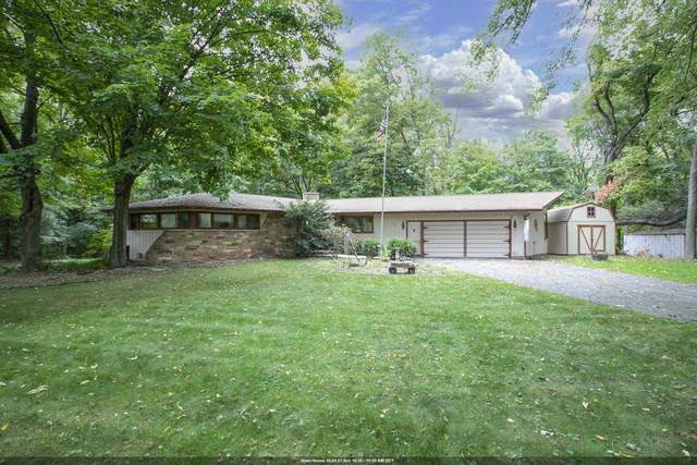 W6439 Lakeview Court, Menasha, WI 54952 (#50249135) :: Todd Wiese Homeselling System, Inc.