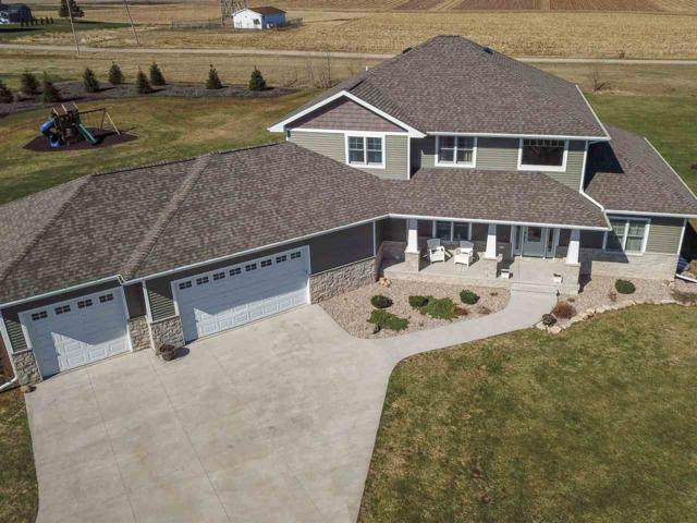 8027 Prairiewood Trail, Neenah, WI 54956 (#50194014) :: Dallaire Realty