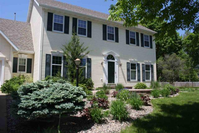 1 Olde Paltzer Lane, Appleton, WI 54913 (#50200642) :: Todd Wiese Homeselling System, Inc.