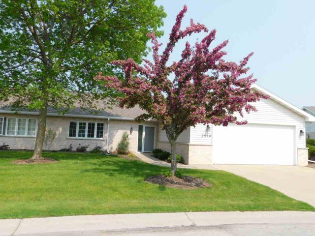 1514 River Pines Drive, Green Bay, WI 54311 (#50204049) :: Todd Wiese Homeselling System, Inc.