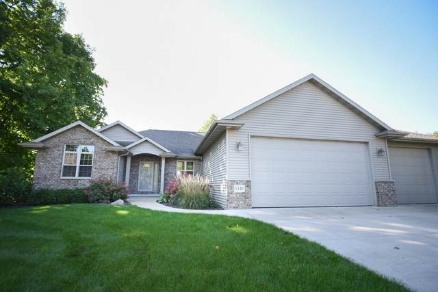 1340 Radcliff Road, Neenah, WI 54956 (#50248318) :: Todd Wiese Homeselling System, Inc.