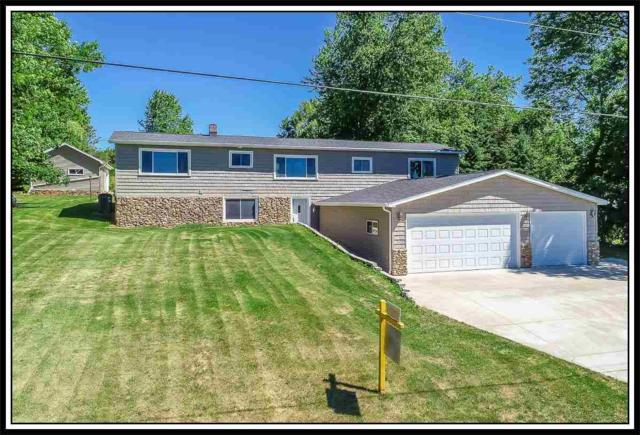 W7168 Center Valley Road, Shiocton, WI 54170 (#50185327) :: Dallaire Realty