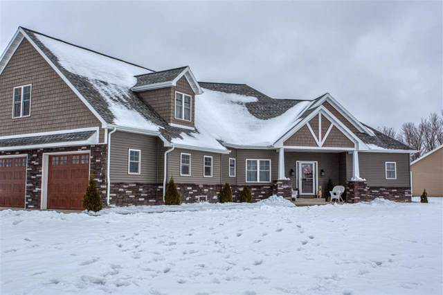 2721 Bridle Path, Suamico, WI 54313 (#50202669) :: Todd Wiese Homeselling System, Inc.