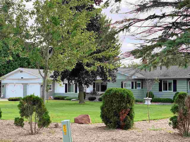 3834 S St Augustine Street, Pulaski, WI 54162 (#50209596) :: Todd Wiese Homeselling System, Inc.
