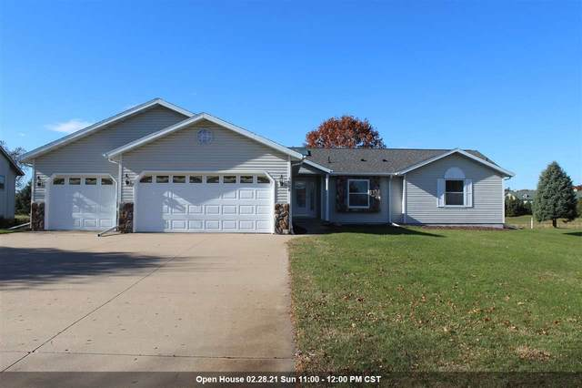 1526 Foxfire Court, Waupaca, WI 54981 (#50231878) :: Town & Country Real Estate