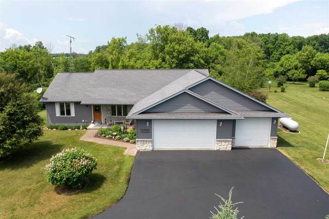 N3277 Hickory Nut Circle, Eden, WI 53019 (#50242178) :: Todd Wiese Homeselling System, Inc.