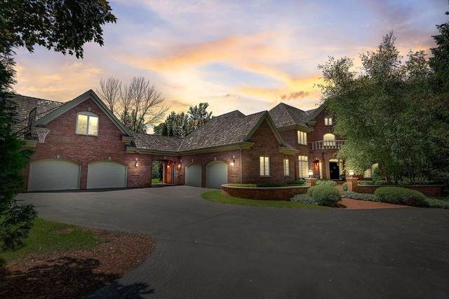 2821 W Hidden Lake Road, MEQUON, WI 53092 (#50244826) :: Town & Country Real Estate