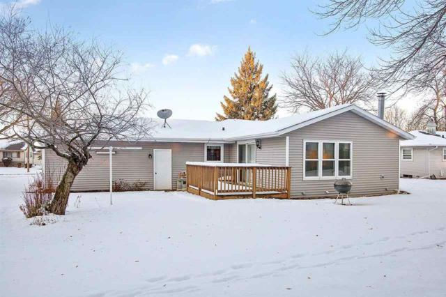441 La Vesta Court, Brillion, WI 54110 (#50196317) :: Todd Wiese Homeselling System, Inc.