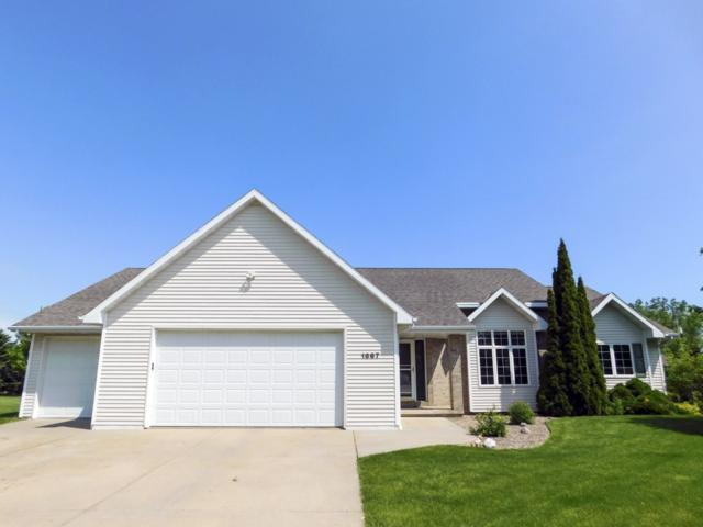 1867 Horseshoe Lane, De Pere, WI 54115 (#50204688) :: Todd Wiese Homeselling System, Inc.