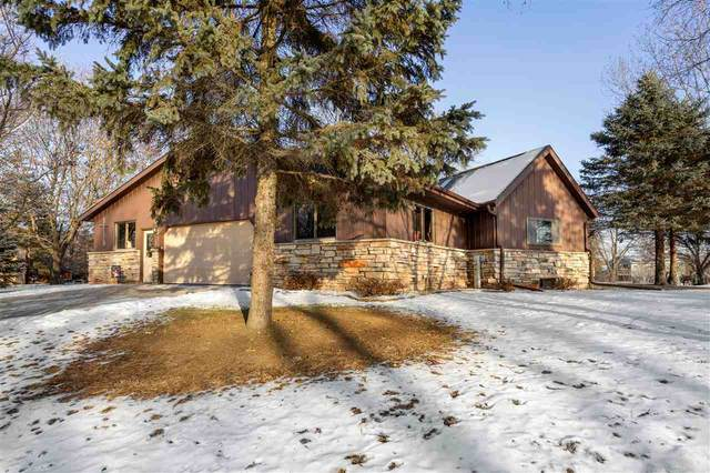 8492 Shirley Court, Winneconne, WI 54986 (#50215263) :: Todd Wiese Homeselling System, Inc.
