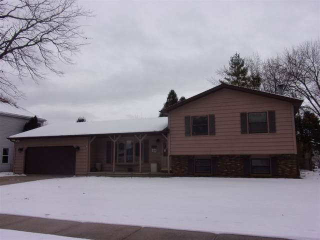 1530 Villa Park Drive, Oshkosh, WI 54904 (#50216159) :: Todd Wiese Homeselling System, Inc.