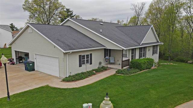 213 Vista Court, Waupaca, WI 54981 (#50216349) :: Todd Wiese Homeselling System, Inc.
