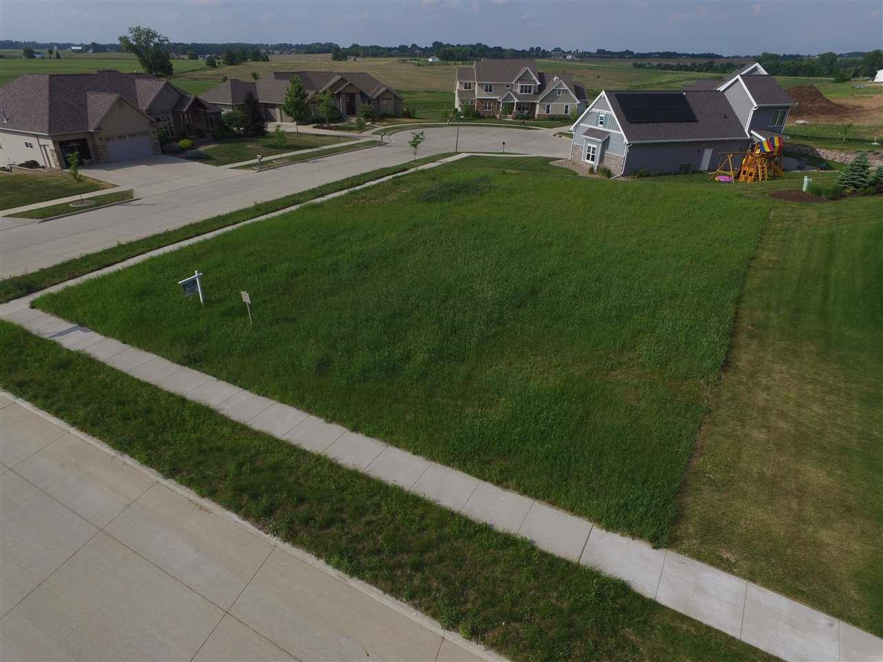 5664 N Rosemary Drive, Appleton, WI 54913 (#50175583) :: Todd Wiese Homeselling System, Inc.