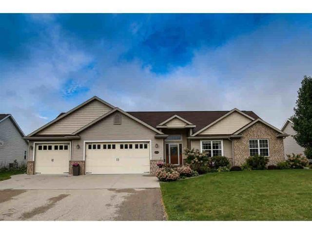 1531 Kingswood Drive, Neenah, WI 54956 (#50197681) :: Dallaire Realty